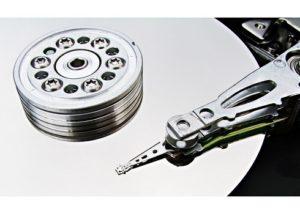 Шпиндель жесткого диска (в центре диска)