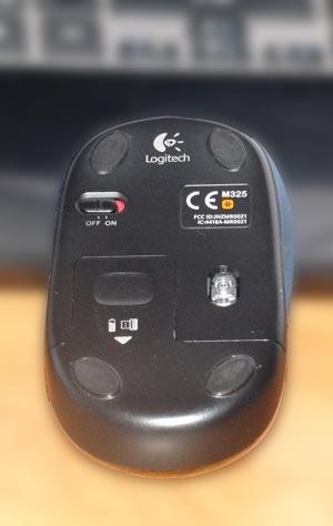 Компьютерная мышь Logitech M325. Вид снизу.