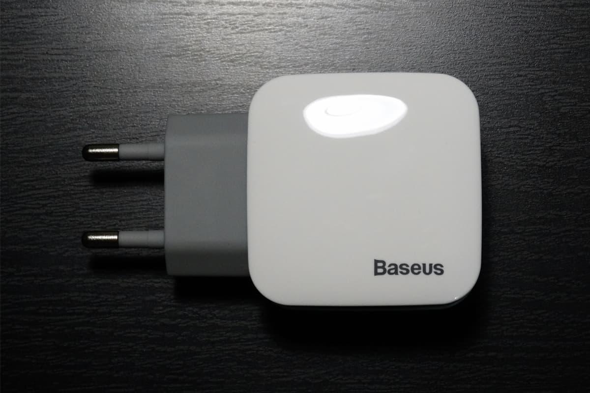 зарядка Baseus для двух устройств