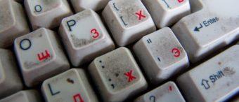 как отмыть клавиатуру от разводов грязи на ней
