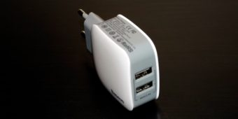 быстрая зарядка Baseus на два выхода USB
